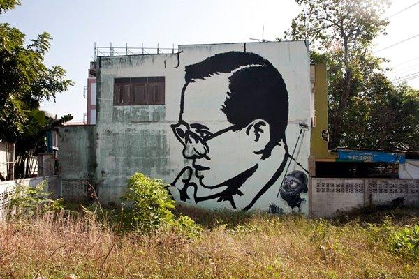 ชมพระบรมสาทิสลักษณ์รัชกาลที่ 9 บนสังกะสี ศิลปะในชุมชนเก่า (Street  Art)