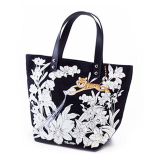 กระเป๋าพิมพ์ลวดลาย ออกแบบโดย โอ๋ ฟูตอง